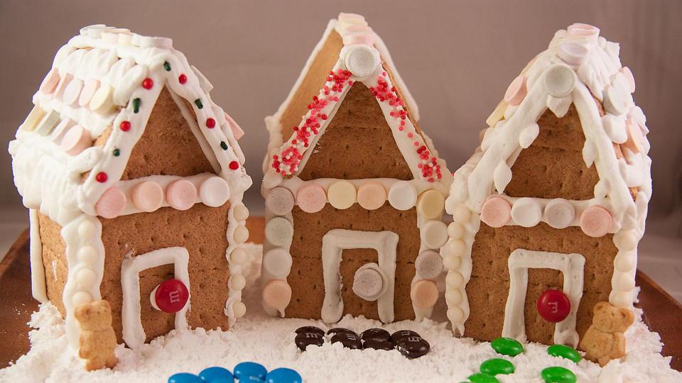 Graham cracker gingerbread house